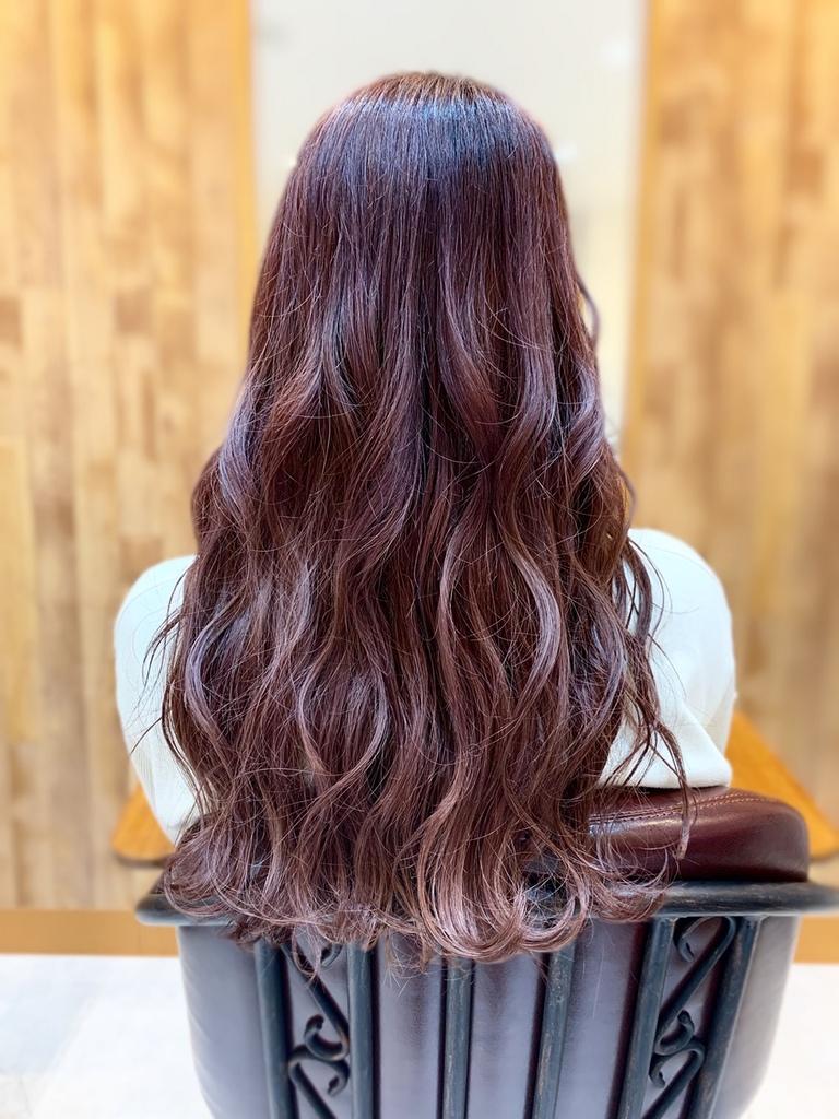 ピンクカラー巻き髪
